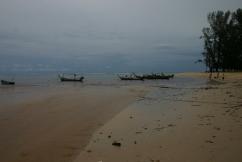 Fischerboote am westlichen Strand von Phuket