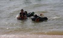am Wochenende gönnen sich auch die thailändischen Familien ein Bad am Strand