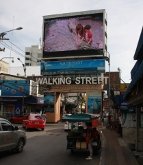 """""""Walkingstreet"""", die kennen alle. Das ist die Reeperbahn von Pattaya, Herbertstraße gleich eingebaut :-)"""