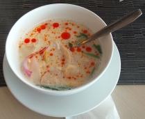 Thailändische Suppe mit Kokosmilch