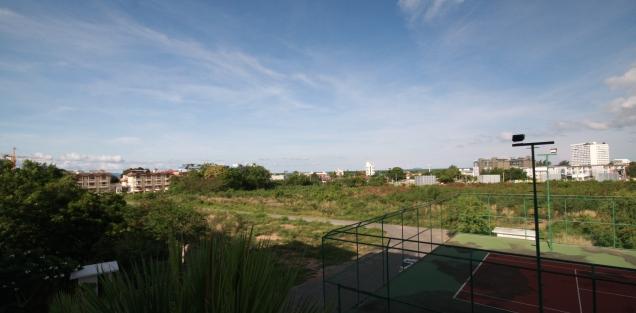 Blick nach Norden von unserem Balkon auf den Beach von Jomtien (Stadteil von Pattaya)