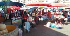 """lokaler Markt in Jomtien. Da gibt es prima Frühstück, Lunch und Dinner """"auf die Hand"""""""
