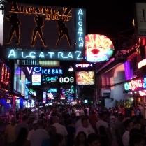 so sieht die Walking Street bei Nacht aus