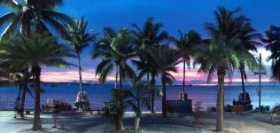 """Die Sonne an der Beachroad geht gerade unter - die Zeit des Erwachens an der """"Walking Street"""""""