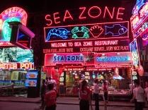 die Fischrestaurants auf der Walking Street sind tatsächlich sehr gut - Carsten ist's egal ;-)