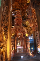 Holzschnitzereien innerhalb des Santuarys of Truth