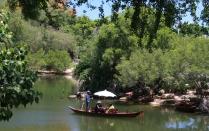 ein romantischer Teich direkt anbei