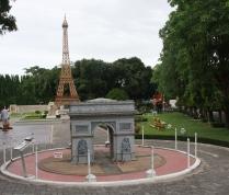 Wir beginnen in Little Europe: Auflug nach Paris