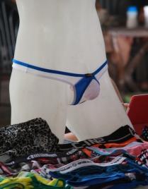 und wem wegen der hohen Außentemperaturen zu warm wird, der bekommt hier günstig auch leichtere Unterwäsche zu kaufen
