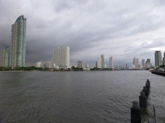 mehr von der Skyline (Himmel grau - Regenzeit...)