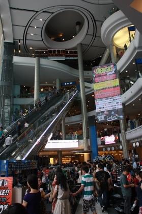 """Einkaufszentrum """"Terminal 21"""" - noch nie so viele Stockwerke in einem Kaufhaus gesehen - toll!"""