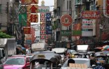 Chinatown: da tobt der Wahnsinn - überall Fahrzeuge, Gassen, Märkte und Menschen - alles voll