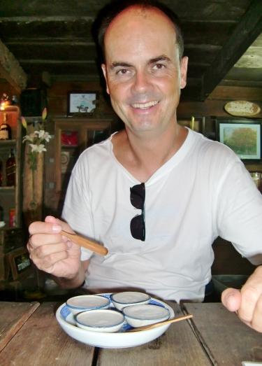 """... in der es auch leckere """"Kokosnuss-Speise"""" gibt - da konnte Carsten nicht widerstehen"""