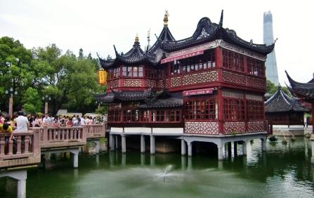 """Natürlich gibt es viel Historie: Yuan Garden und Shanghai """"Old Town"""" (sehr viel los dort) - ist so etwas wie das """"Hann Münden"""" Shanghais"""