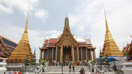 """da wohnt ein besonderer Buddha drin, der""""Smaragd Buddha"""""""