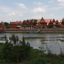 Ayutthaya ist im Grunde auch eine Insel, umgeben (geschützt) durch Flussarme
