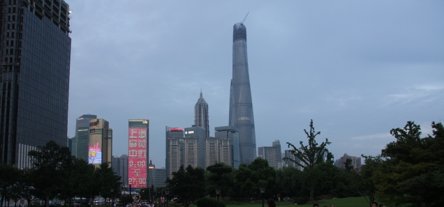 """Auch von außerhalb kann man den """"Shanghai Tower"""" sehen - er wird (wenn in 2014 fertig gestellt) das höchste Gebäude in China sein (632m)"""