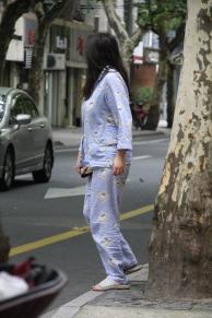Das ist Kult (kein Witz): Mit dem Pyjama auf die Straße gehen, um z.B. das Frühstück einzukaufen oder mit dem Hund raus zu gehen (wir konnten es gar nicht glauben)