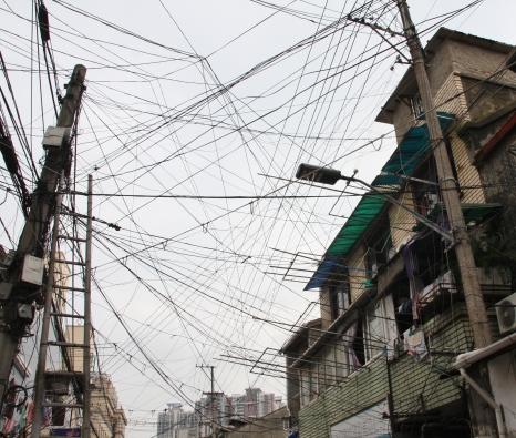 die Stromkabel-Architektur nimmt hier (in der Old Town) noch mal ganz neue Gestalt an