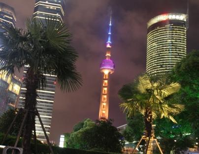 Oriental Pearl Tower bei Nacht