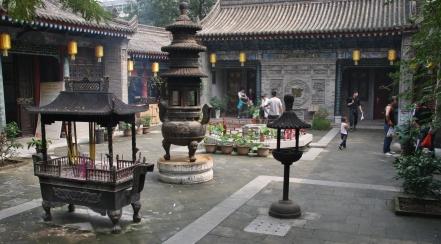"""Tempel gibt es immer mal wieder - sie vermitteln viel """"China-Gefühl"""""""