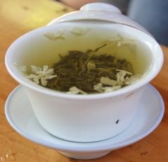 lecker Jasmin-Tee (starkes Zeug - Carsten nimmt sonst ungefähr 10% der Teemenge...)