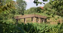 typisch chinesisch anmutende Brücke