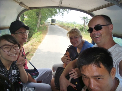 Fahrt mit dem Kleinbus - ein paar kleine Wasserfälle vor der Stadt anschauen...