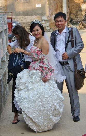 überall Hochzeitspaare zum Fotoshooting (in brüllender Hitze)