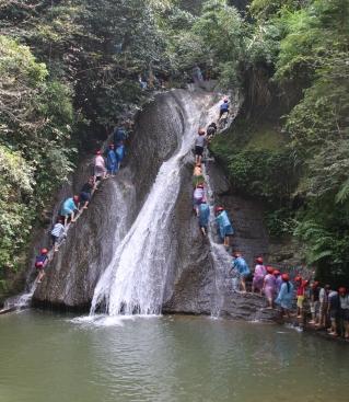 Wasserfallromantik auf Chinesisch