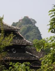 Karsthügel mit Tempel