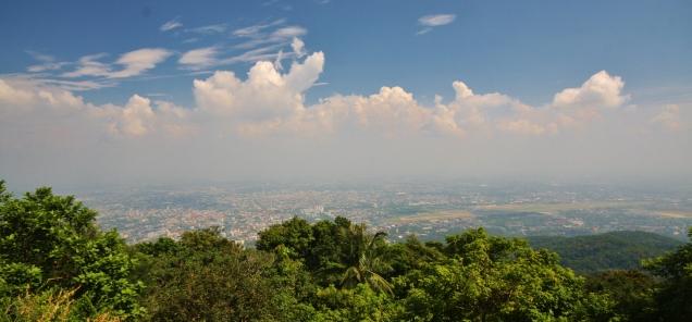 Überblick über Chiang Mai - zweitgrößte Stadt Thailands, mit wenig Hochhäusern