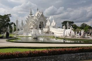 Wat Rong Khun - Wolken ziehen auf (und wir müssen weiter nach Chiang Khong)