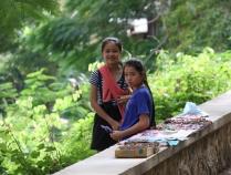 """am Wochenende verdienen sich die Schulkinder ein paar """"laotische Kip"""" dazu"""