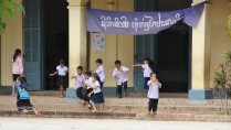 in der Woche geht es aber (für viele) in die Schule - circa 30% der Bevölkerung sind jedoch noch Analphapethen