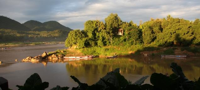 beginnender Sonnenuntergang am Mekong
