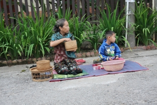 """die Einheimischen reichen meist """"Sticky Rice"""""""