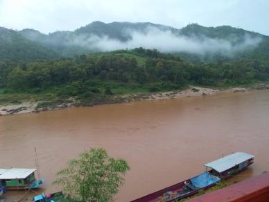 Mekong - braun - hier: in Pakbeng (Zwischenstation auf unserer Reise von Chiang Khong (Thailand) nach Luang Prabang (Laos)