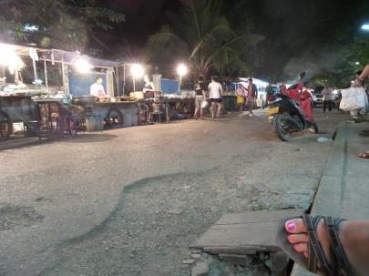 local food markted (nichts für Touristen... wessen Fuß ist das da?)