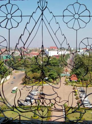 "Blick vom ""Victory Monument"" (Patuxay)"