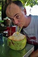 Da muss dringend eine Erfrischung her! ... das neue Lieblingsgetränk: Kokosnuss (da ist echt viel drin, ca. 1 Liter)