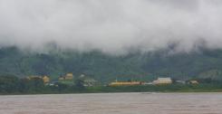 Etwas Pech mit dem Wetter - die Wolken hängen tief über dem Mekong