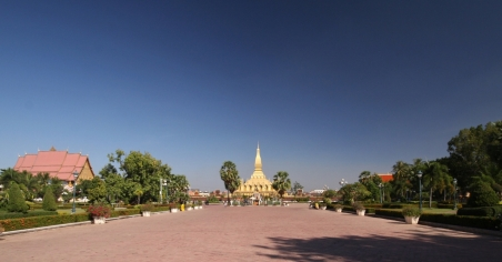 That Luang - bei optimalem (Foto-)Wetter