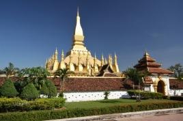 That Luang - ganz mit Gold beschichtet (fast... ist auch einiges goldgelb angemalt)