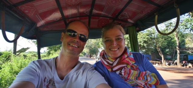 uns gefällt die Fahrt - man ist ganz nahe dran am Geschehen (sehr viel besser als per Bus oder Taxi)