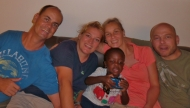 Lange sind wir nicht alleine auf Phuket: Zu fünft feiern wir Weihnachten und Sylvester auf Phuket (vlnr): Carsten, Heike, Joel, Sabine und Peter