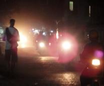 nachts durch Mandalay. Straßenbeleuchtungen, wer braucht die denn?