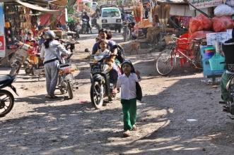 Mopeds sind das bevorzugte Fortbewegungsmittel - oder man geht zu Fuß