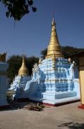 Eine etwas außergewöhnlich gefärbte Stupa