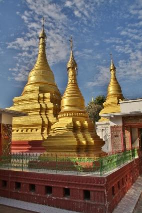 goldene Stupas